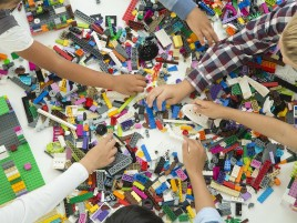 HighRes_LEGO_Classic_bricks_and_hands